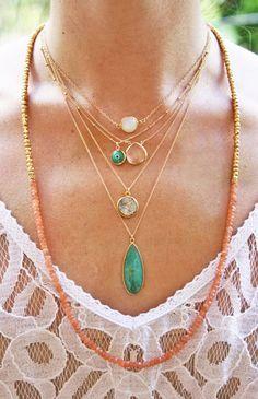 amo colares e principalmente pedras