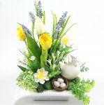 KOMPOZYCJA WIELKANOCNA STROIK Easter Flower Arrangements, Easter Flowers, Apple Decorations, Decoration Table, Centerpieces, Bouquet, Wall Decor, Spring, Holiday