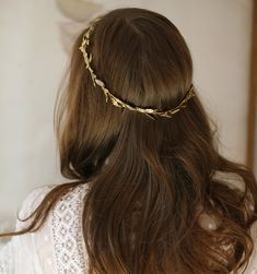 The Julie is a full circlet made of Swarovski crystal studded leaves and tiny metal filigree scallops. Try wearing with long flowing hair or with locks twisted into the back for a quick updo. Hair Inspo, Hair Inspiration, Pretty Hairstyles, Wedding Hairstyles, Bridal Hairstyle, Circlet, Fantasy Jewelry, Narnia, Hair Jewelry