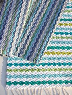 Just like these colours. Not an English site Loom Weaving, Hand Weaving, Loom Craft, Tear, Weaving Patterns, Weaving Techniques, Handmade Decorations, Rug Hooking, Crochet Designs