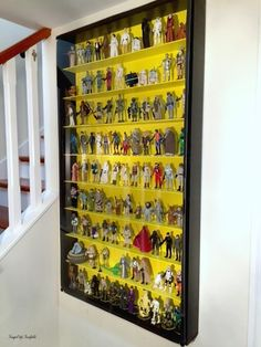 Make your own shadow box to display your Star Wars action figure collection! - Star Wars Men - Ideas of Star Wars Men - Make your own shadow box to display your Star Wars action figure collection! Action Figure Display Case, Star Wars Zimmer, Star Wars Room, Star Wars Collection, Collection Displays, Star Wars Action Figures, Displaying Collections, Boys Bedroom Decor, Shadow Box