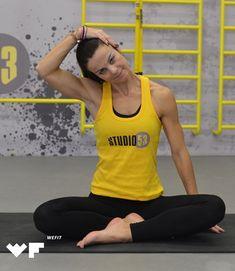 Πονάει η μέση σου; 3 απαραίτητες ασκήσεις pilates για το σπίτι που θα σε ανακουφίσουν Pilates, Tank Man, Sporty, Tank Tops, Fitness, Women, Style, Fashion, Pop Pilates