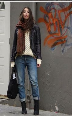 Fall fashion | Chunky sweater, leather jacket, boyfriend jeans and booties