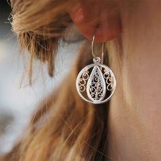 Some romantic jewelry at the start of this short week!  #filigree #filigreeearrings #filigreejewelry #silberzart #jewelrydesign #germangoldsmith #romanticjewelry #bridaljewelry #forthebride #motherday #etsyde #etsy #etsyjewelry