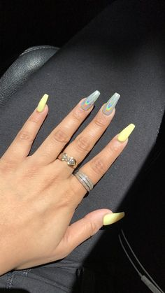 Semi-permanent varnish, false nails, patches: which manicure to choose? - My Nails Holographic Nails Acrylic, Summer Acrylic Nails, Best Acrylic Nails, Aycrlic Nails, Stiletto Nails, Coffin Nails, Crome Nails, Fire Nails, Artificial Nails