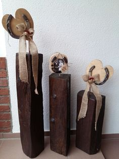 """Dekoration aus Holz und Hufeisen für eine  """"Eiserne Hochzeit"""""""