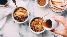 This list of healthy oatmeal recipes brings you all the oatmeal flavor combos you could ever imagine. These meals are great for morning, afternoon or evening. The Oatmeal, Apple Pie Oatmeal, Oatmeal Yogurt, Oatmeal Flavors, Healthy Oatmeal Recipes, Oats Recipes, Apple Recipes, Healthy Foods, Muesli
