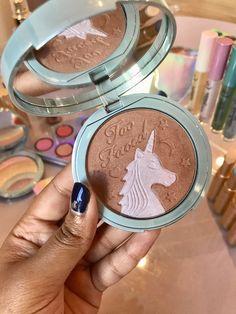 A coleção unicórnio maravilhosa da Too Faced - http://www.pausaparafeminices.com/ppf/colecao-unicornio-maravilhosa-da-too-faced/