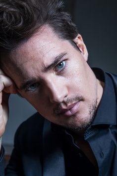 With Old Hollywood good looks, charisma and down to earth charm, Alexander Dreymon, star of The Last Kingdom, is indeed the last of his kind. Hollywood Actor, Old Hollywood, Uhtred De Bebbanburg, Alexander Dreymon, Alexander Skarsgard, The Last Kingdom, Ryan Guzman, Good Looking Men, Gorgeous Men