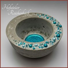 Betonschale mit blauen Perlen Teil 2 / Concrete bowl with blue pearls Part 2