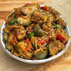 Resep masakan praktis sehari-hari Instagram Asian Recipes, Healthy Recipes, Ethnic Recipes, Healthy Food, Sambal Recipe, Malaysian Cuisine, Clean Lunches, Malay Food, Asian Vegetables