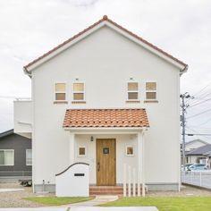 お友達を呼びたくなる自慢のかわいいおうち Tropical House Design, Small House Design, Tropical Houses, Minimal House Design, Minimal Home, Muji Home, Pooja Room Design, Dream House Exterior, House Entrance