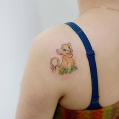 Sketchy Simba tattoo on the left shoulder. Tattoo artist: Doy
