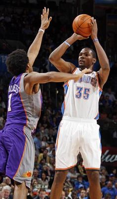 """""""Durant knocking down another jumper!"""" : The common phrase among NBA commentators."""