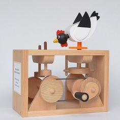"""""""The early bird catches the worm?"""" Aquio Nishida 交互に出でるくミミズを鳥がどちらを食べようかと狙います。立場によって早起きが三文の得になることも損になることもあるというお話。#西田明夫のオートマタ #automata #automata_collection"""