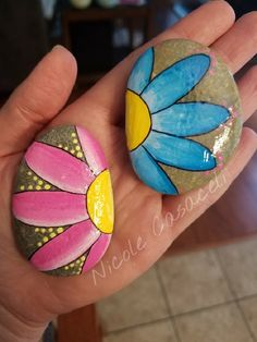 Daisy painted rocks #52rocks #paintedrocks #kindnessrocks