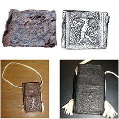 #ArcheotopstukDordt 124  Een nar in z'n ondergoed, vechtend met beukelaar & zwaard op 14e eeuws etui  Info: Facebook.com/DordrechtOndergronds #archeologie
