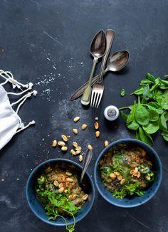 One Pot cremet thai-peanut linsegryde med masser af spinat, smag og mums! På ganske kort tid og med ganske få ingredienser kan du altså lave denne vanvittig lækre linsegryde som…