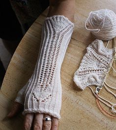 Ravelry: sivia's Dué Amori Gloves and Scarf