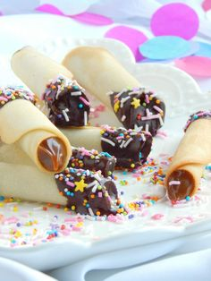 Blog argentino sobre recetas dulces y pastelería. Comida Disney, Deli Food, My Dessert, Cake Shop, Bottle Crafts, Food Styling, Sprinkles, Catering, Bakery