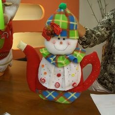 Christmas Crafts, Christmas Ornaments, Tea Pots, Decoupage, Halloween, Holiday Decor, Xmas, Ideas, Miniature Christmas
