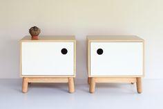 Nuestra mesa auxiliar con puerta, ahora en duo para utilizarse como mesas de noche!