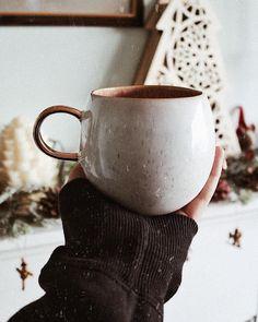 I love this shape and simple glaze. A light coating of new blanc Cute Coffee Mugs, Cute Mugs, Coffee Cups, Pottery Mugs, Ceramic Pottery, Pottery Ideas, Ceramic Cups, Ceramic Art, Tassen Design
