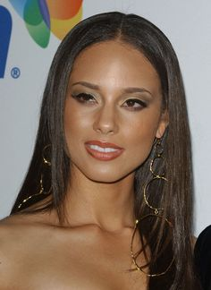 Alicia Keys Pink Lipstick - Alicia Keys Makeup Looks - StyleBistro