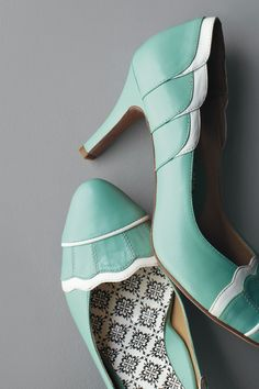 For the mint theme? Elopement Pumps in Shoes & Accessories Shoes at BHLDN Pretty Shoes, Beautiful Shoes, Gorgeous Heels, Awesome Shoes, Simply Beautiful, Crazy Shoes, Me Too Shoes, Retro Heels, Christian Louboutin