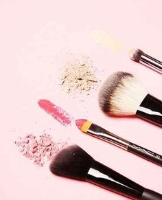 Make-up brush guide: Which brush is suitable for what? - Make-up brush guide: Which brush is suitable for what? - make up brushes guide Make-up brush guide: Which brush is suitable for what? Makeup Box, Makeup Geek, Makeup Brush Set, Makeup Tools, Eye Makeup, Tom Ford Makeup, Make Up Guide, How To Make, Beauty Box
