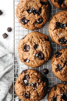 Thick Chewy Chocolate Chip Cookies (vegan + paleo) Gluten Free Cookie Recipes, Healthy Cookie Recipes, Healthy Cookies, Crispy Chocolate Chip Cookies, Cookies Vegan, Vegan Sweets, Vegan Desserts, Feasting On Fruit, Vegan Bar