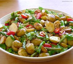 A fresh & healthy take on a spring & summer side dish: my roasted potato & asparagus salad ! Roasted Potato Recipes, Roasted Potatoes, Veggie Recipes, Real Food Recipes, Salad Recipes, Healthy Recipes, Yummy Food, Potato Salad With Apples, Asparagus Salad