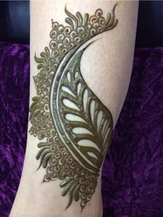 interesting and appealing leave mehndhi design that I have to try