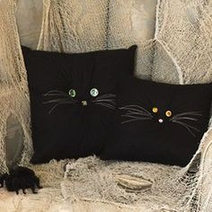 Save some money and decorate your home with homemade Halloween crafts that even the kids can do. So, cut and glue your way to Halloween with these unique and easy Halloween crafts. Adult Crafts, Cat Crafts, Crafts To Make, Crafts For Kids, Spooky Halloween Decorations, Easy Halloween Crafts, Fabric Crafts, Sewing Crafts, Sewing Projects