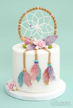 How to make a dream catcher cake topper plus how to make gumpaste feathers tutorial by Cakes by Lynz Pretty Cakes, Cute Cakes, Beautiful Cakes, Amazing Cakes, Cake Topper Tutorial, Cake Toppers, Fondant Cakes, Cupcake Cakes, Dream Catcher Cake