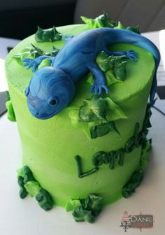 Blue and green lizard cake