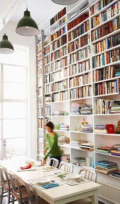 The best floor-to-ceiling bookshelves Haan Lohmeyer Haan Lohmeyer Bergeron via The Design Files. by Jio Big shelves on the bottom and smaller shelves on the top Floor To Ceiling Bookshelves, Bookshelf Wall, Bookshelf Ideas, Homemade Bookshelves, Home Interior, Interior Design, Interior Architecture, Bibliotheque Design, Sweet Home
