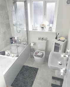 👋🏽 want to see more pins like this Or maybe the latest 𝒷𝑒𝒶𝓊𝓉𝓎 𝓉𝓇𝑒𝓃𝒹𝓈 💁, or tips to help you reach your 𝒻𝒾𝓉𝓃𝑒𝓈𝓈 𝑔𝑜 is part of Bathroom decor - Bathroom Layout, Modern Bathroom Design, Bathroom Interior Design, Small Bathroom, Bathroom Inspiration, Home Decor Inspiration, Bathroom Organisation, House Rooms, Beauty Trends
