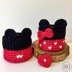Kit cachepots Mickey e Minnie Crochet Storage, Crochet Box, Crochet Basket Pattern, Crochet For Kids, Knit Crochet, Crochet Patterns, Crochet Disney, Crochet Mickey Mouse, Plastic Bag Crafts