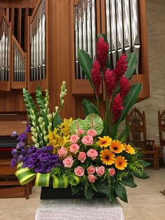 Among the absolute most lovely and elegant kinds of plants, we cautiously selected the corresponding ones and developed them in to a unique design. Creative Flower Arrangements, Tropical Floral Arrangements, Christmas Floral Arrangements, Church Flower Arrangements, Altar Flowers, Church Flowers, Funeral Flowers, Congratulations Flowers, Altar Decorations