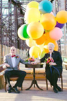 Casal comemora aniversário de casamento no estilo UP