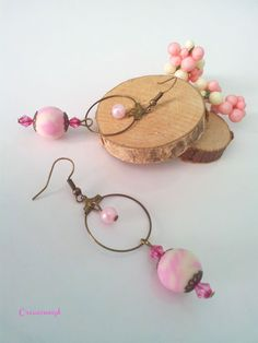 Boucles d'oreilles porcelaine froide et perles Vanille fraise https://www.alittlemarket.com/boucles-d-oreille/fr_boucles_d_oreilles_perles_de_porcelaine_froide_fimo_a_froid_perles_toupies_et_creoles_vanille_fraise_rose_et_creme_-17613413.html
