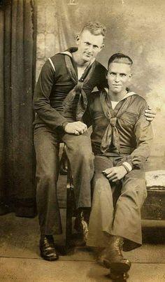 U.S. Sailors - Dearest shipmates in a cabinet card photo (1900s)