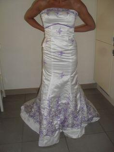 Robe de mariée avec traîne en satin authentique et peigne d'occasion en 2013