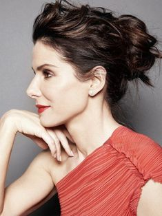 Sandra Bullock is a great fashion icon for a lady who loves to do variety of fashion. Check out our collection on her. We have got some unique looks for you. Beauty Care, Beauty Hacks, Hair Beauty, Beauty Guide, Beauty Skin, Beauty Ideas, Victoria Justice, Luscious Hair, Tilda Swinton
