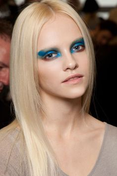 http://www.eyemakeuptipsforblueeyes.com/how-to-apply-eye-makeup-to-a-perfect-eye-makeup-look.html