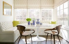 L Shaped Breakfast Nook Banquette - Design photos, ideas and inspiration. Amazing gallery of interior design and decorating ideas of L Shaped Breakfast Nook Banquette in dining rooms, kitchens by elite interior designers. Banquette Dining, Dining Nook, Nook Table, Dining Table, Dining Corner, Oval Table, Dining Chairs, Comedor Office, Home Trends