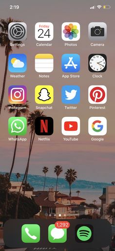 Iphone Home Screen Layout, Iphone App Layout, Iphone Instagram, Instagram And Snapchat, Organize Phone Apps, Phone Organization, Homescreen, Samsung, Girl Sleeping
