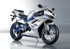 Triumph Daytona 675  This bike is so gorgeous!