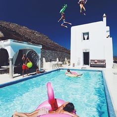 Which five friends would you take?  #luxury #goals #holiday #inspiredposts #inspo #hos #sparkles #diamonds #pool #travel